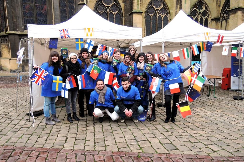Gruppenfoto mit den Aktiven der JEF Saarland, JEF Trier, JE France und JE Lorraine